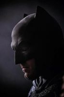 Nueva imagen de Ben Affleck en Batman VS Superman.  http://alt1040.com/2014/07/ben-affleck-batman-foto